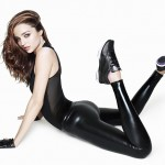 Miranda Kerr shows her nice ass in tight pants
