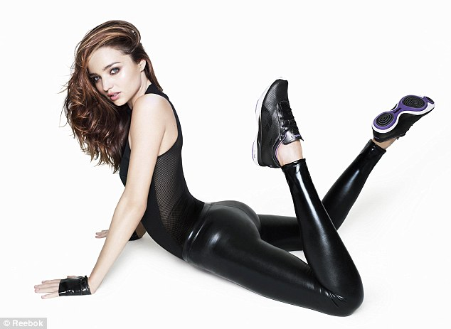 Miranda Kerr shows her nice ass in tight pants