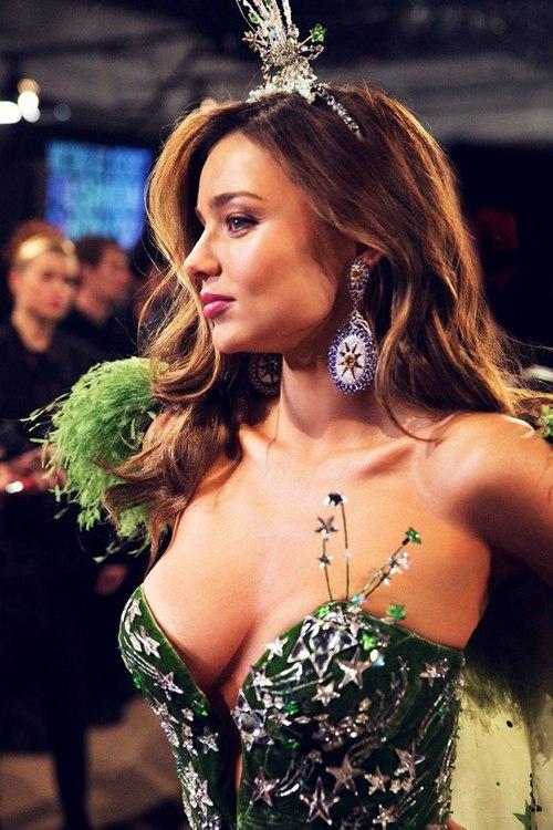 Miranda Kerr with great cleavage