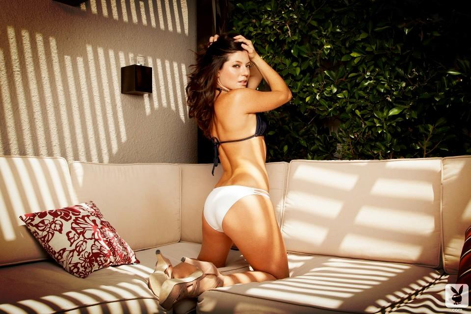 3-Sarah-Clayton-couch-kneel-BBG6eJACEAEKPod